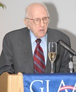 Frank Kameny giving his traditional GLAA toast at the group's 2007 awards. (Blade file photo by Henry Linser)